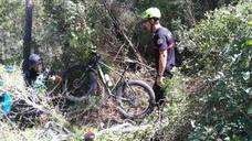Rescatan a dos ciclistas deshidratados tras perderse en un barranco en Enguera