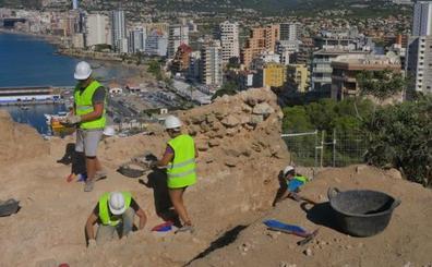 La XIII campaña de excavaciones del MARQ en la Pobla Medieval d'Ifac descubre una gran torre defensiva