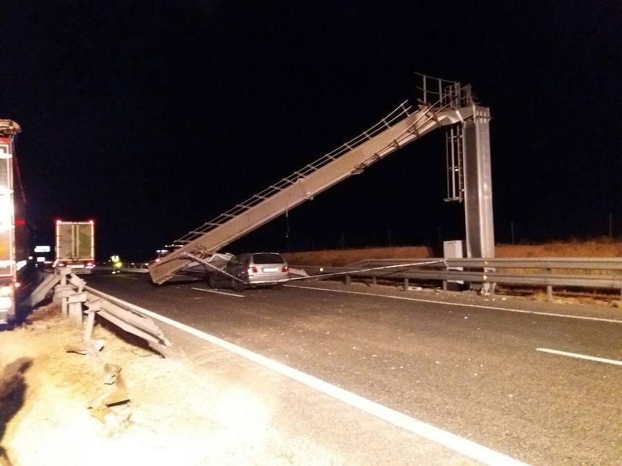 Fotos del accidente de un camión en el tramo Utiel de la A-3