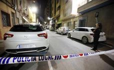 Un niño de ocho años muere en el asalto a una casa de Elda y la pareja de su padre aparece maniatada