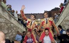 Enrique Ponce también sale a hombros en Valladolid
