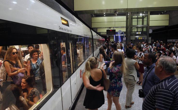 Fotos de la primera jornada de huelga del metro y tranvía en Valencia