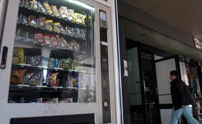 La Generalitat cambiará las máquinas de bollería de los institutos por otra con fruta, yogures y frutos secos