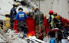 México sigue buscando a supervivientes de un terremoto que deja 273 muertos