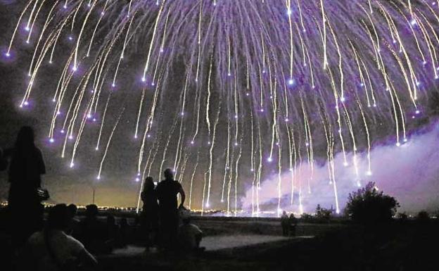 El Castillo De Fuegos Artificiales Del 8 De Octubre Dibujara Dos