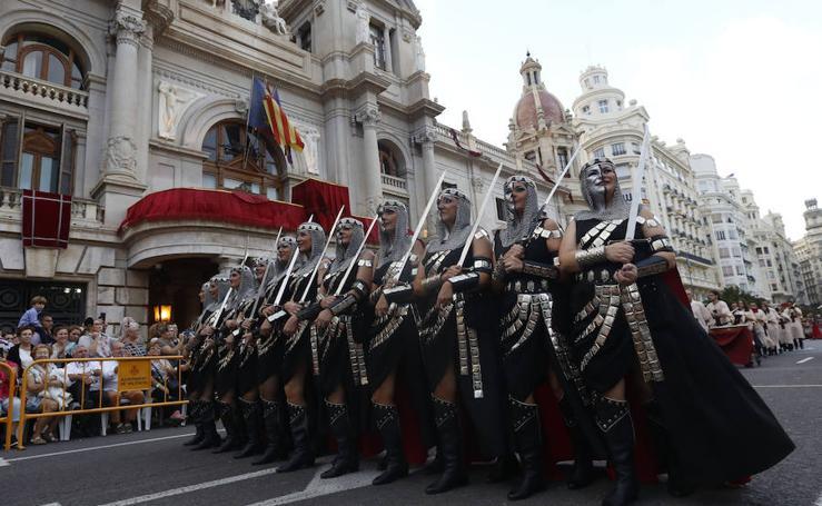 Fotos del desfile de moros y cristianos por el 9 d'Octubre