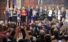 La Generalitat entrega las Altas Distinciones a Serrat, Hortensia Herrero y Adela Cortina
