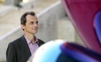 Pedro Duque afirma que ya plantean poner un orbitador «habitable» en la Luna