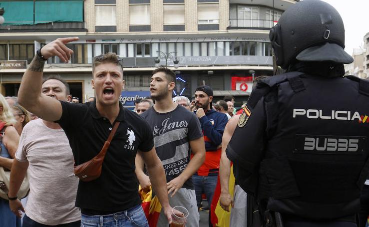 Fotos de las agresiones durante la manifestación del 9 d'Octubre
