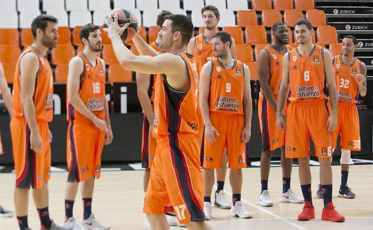 Fotos del Valencia Basket antes de comenzar la J1 de la Euroliga