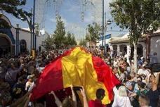 Fuengirola despliega una bandera de España de 50 metros