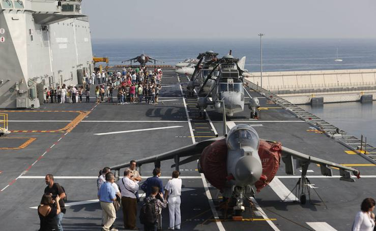 Fotos del portaaviones Juan Carlos I en Valencia