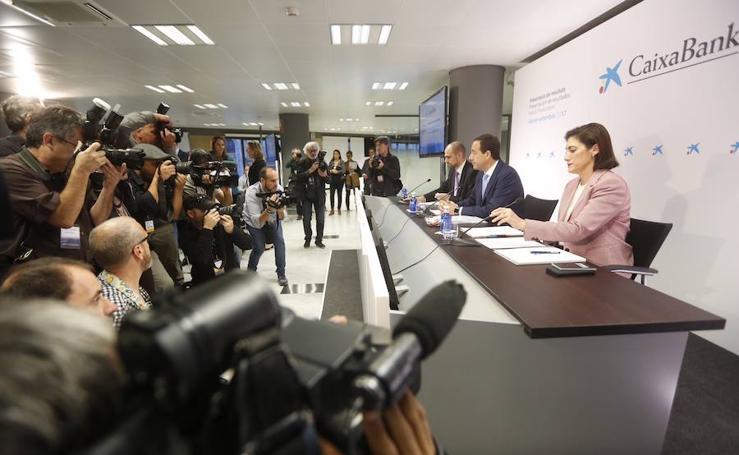 Fotos de la presentación de resultados de Caixabank en Valencia