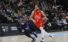 Diot realiza estiramientos en la sesión de tiro del Valencia Basket