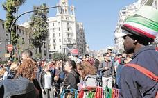 Los mercadillos afean a la Policía Local de Valencia el aumento de la venta ambulante