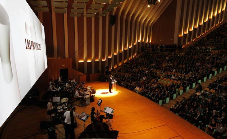 Fotos de los premiados y la gala de Valencianos para el siglo XXI