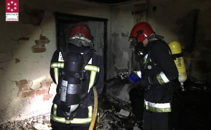 Fotos del incendio en una vivienda de Burriana que deja dos muertos, nueve heridos y 40 desalojados