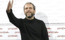 Willy Toledo califica de «compañero admirado y querido hermano de lucha» al coordinador de EUPV destituido por viajar a Cuba con dinero público