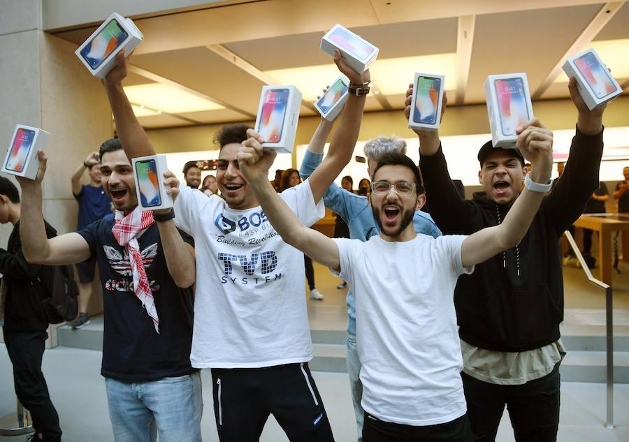 Fotos de la llegada del nuevo iPhone X a las tiendas