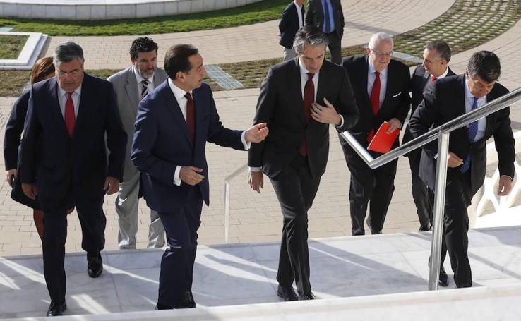 Fotos del Foro LAS PROVINCIAS con el ministro de Fomento, Íñigo de la Serna