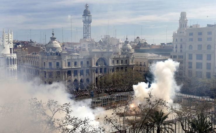 Fotos de 10 mascletás multitudinarias en Valencia