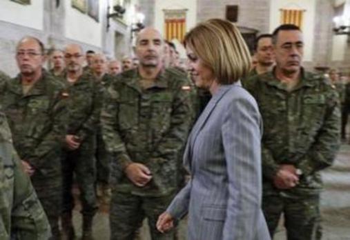 Cospedal recuerda al Ejército que el separatismo es una amenaza para España