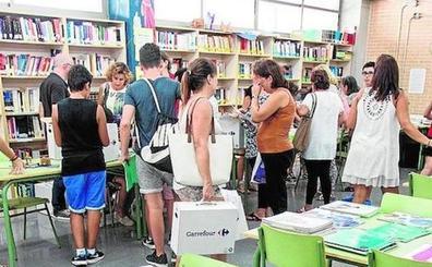 Colegios piden dinero a los padres por los libros pese a la gratuidad de Xarxallibres