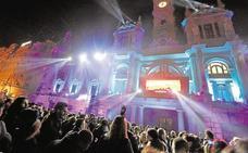 La plaza del Ayuntamiento volverá a acoger una fiesta de nochevieja con música, luces y un espectáculo piromusical
