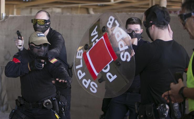 Fotos del curso para policías locales sobre intervenciones en atentados o en casos con rehenes
