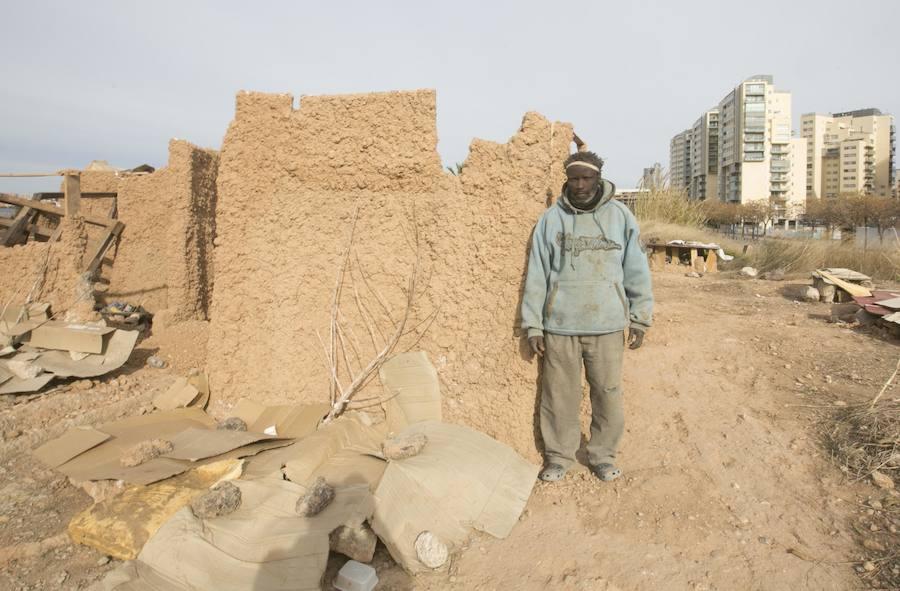 Fotos de la casa africana de adobe junto al Bioparc de Valencia