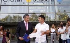 El juez abre el proceso para determinar si Javier Santos es hijo de Julio Iglesias