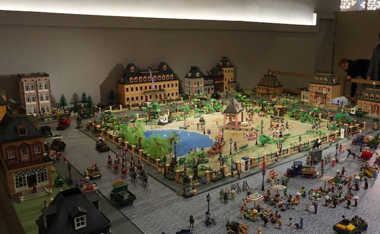 Fotos de la exposición de clicks de Playmobil en el Ateneo