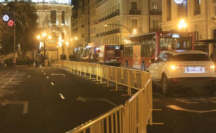 Fotos de la plaza del Ayuntamiento de Valencia cerrada al tráfico por Navidad