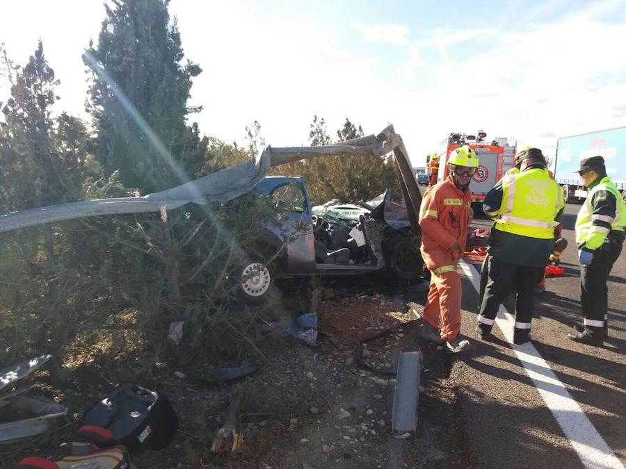 Fotos del accidente de un hombre de 80 años en la A-3 en Buñol