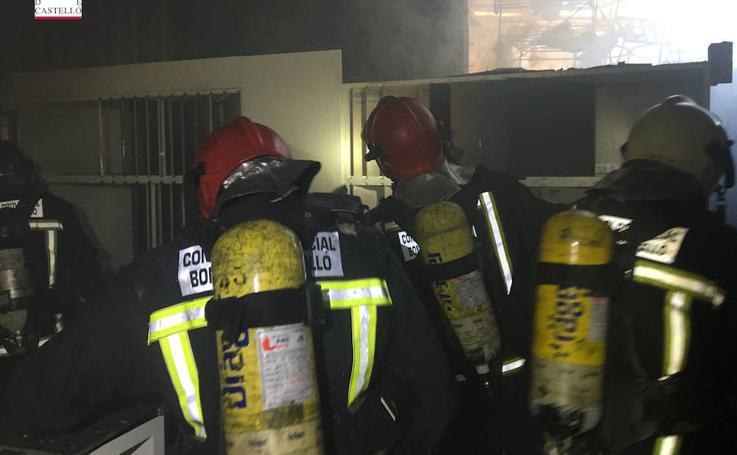 Fotos del incendio de una industria cerámica de Vila-real