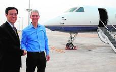 Apple paga 90 millones a Tim Cook y sólo le deja viajar en su avión