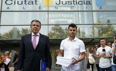 El supuesto hijo de Julio Iglesias pedirá que venga a Valencia para analizar su ADN