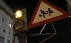 Grezzi instala otro semáforo peatonal que no existe en el código de circulación