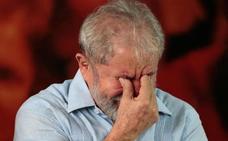 La Justicia asesta nuevo golpe a Lula prohibiéndole salir de Brasil