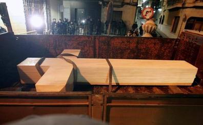 Retiran la cruz franquista de Callosa de Segura de madrugada y con incidentes