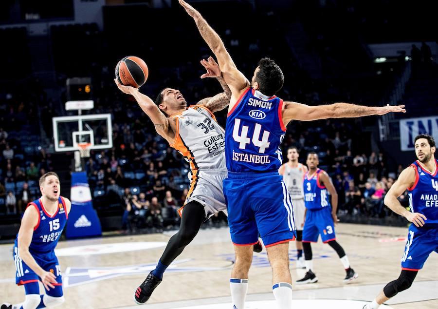 Fotos del Anadolu Efes-Valencia Basket