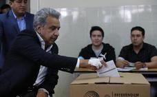 Los ecuatorianos suprimen la reelección indefinida y cierran el paso a Correa