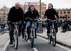 Perico Delgado recorre el anillo ciclista de Valencia