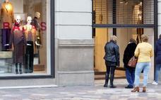 Consumidores y grandes superficies piden retrasar a marzo el fin de la libertad horaria