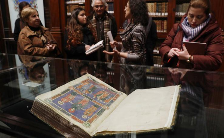 Fotos de las joyas manuscritas e incunables de la exposición de la Universitat de València