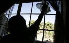 Limpiar la casa puede ser tan perjudicial para la mujer como fumar 20 cigarrillos