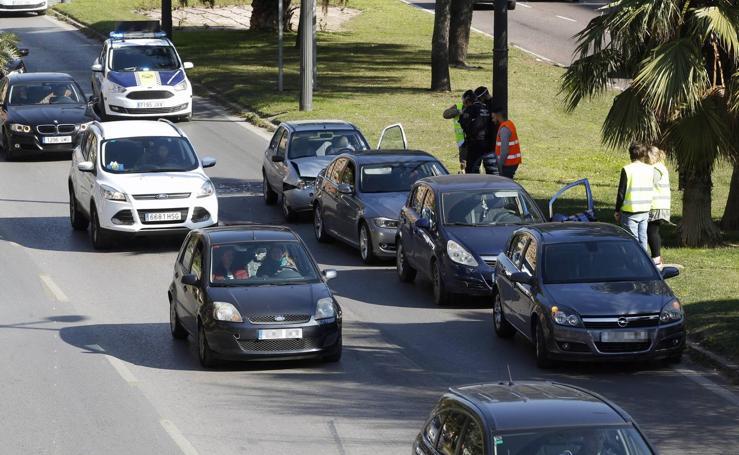 Fotos de un nuevo accidente y atascos en la avenida del Cid de Valencia