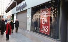 Confusión en el estreno del cierre del comercio en festivos en Valencia