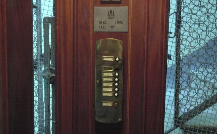 Fotos de ascensores antiguos en la ciudad de Valencia