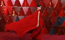 Las estrellas desfilan por la alfombra roja de los Oscar